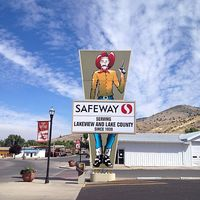 440px-Safeway_store_sign_in_Lakeview,_Oregon.