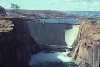 1102-glen-canyon-dam